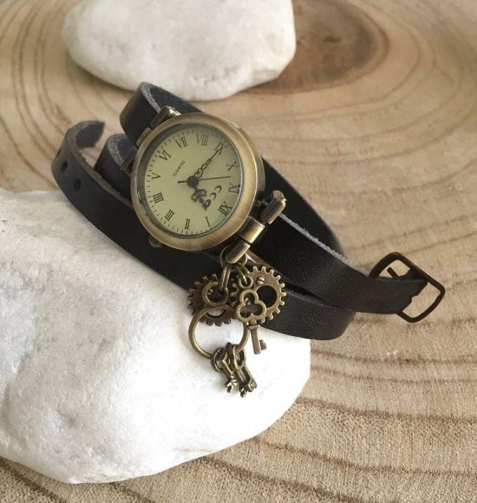 Vintage Women's Leather Wrist Watch