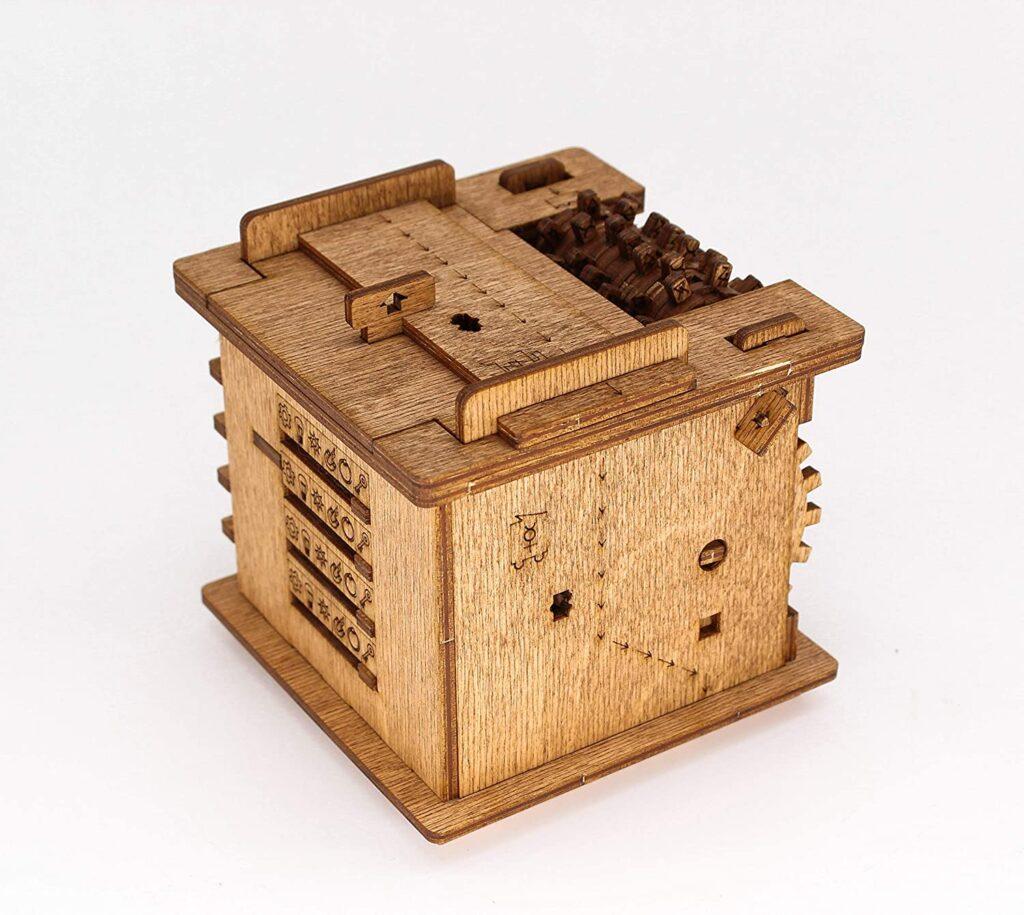 Schrödingers-Cat steampunk puzzle box